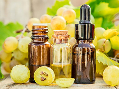5 Reasons Dermatologists Say You Should Rub Grapeseed Oil Into Your Skin