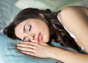 How To Prevent Sleep Wrinkles By Avoiding These Common Mistakes